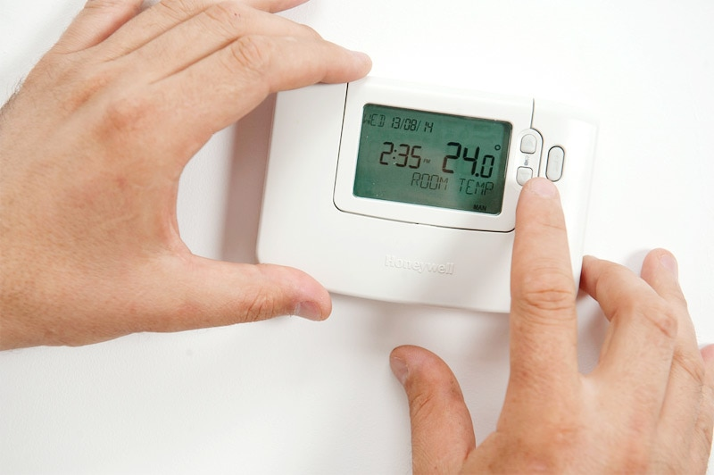 a programmable thermostat helps save on heating costs