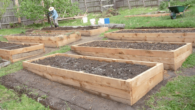 Charmant Preparing The Soil In Raised Garden Beds