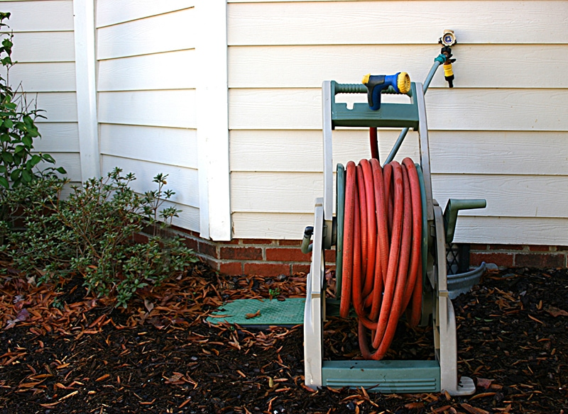 Natural rubber hoses are less bright and glossy than PVC, often red or black in color.
