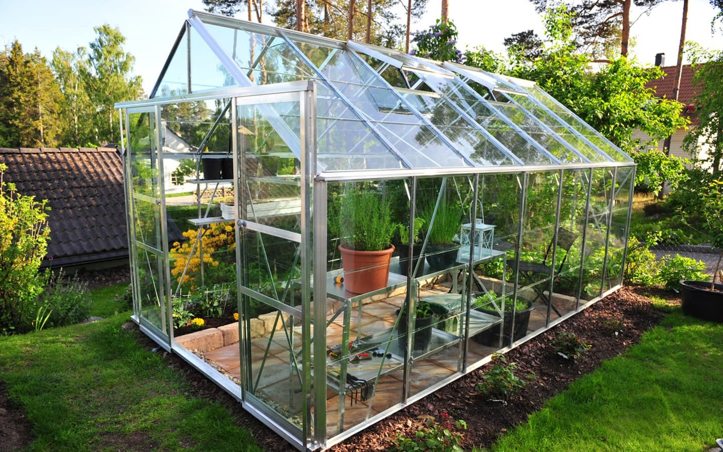 Polycarbonate greenhouses: tips on choosing and installing 74
